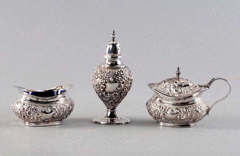 Convolute, silver, consisting of Saliere, pepper bowls