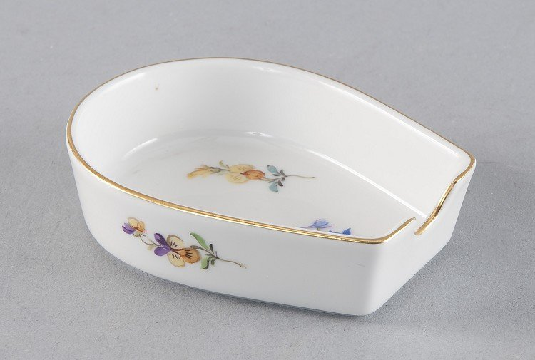 Ashtray, horseshoe shapes, Meissen, mirrors and outer w
