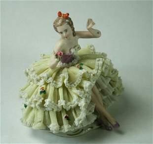 Ballerina, figürliches Porzellan, Dame im gelben