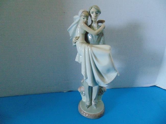 "Lladro  ""The Threshold\"" Wedding Figure"