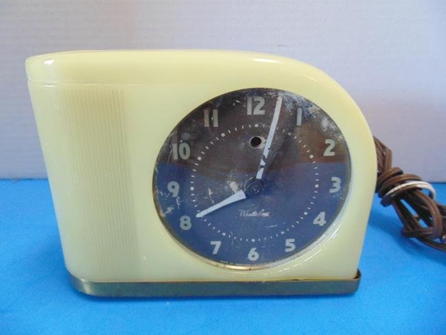 Bakelite Case Clock