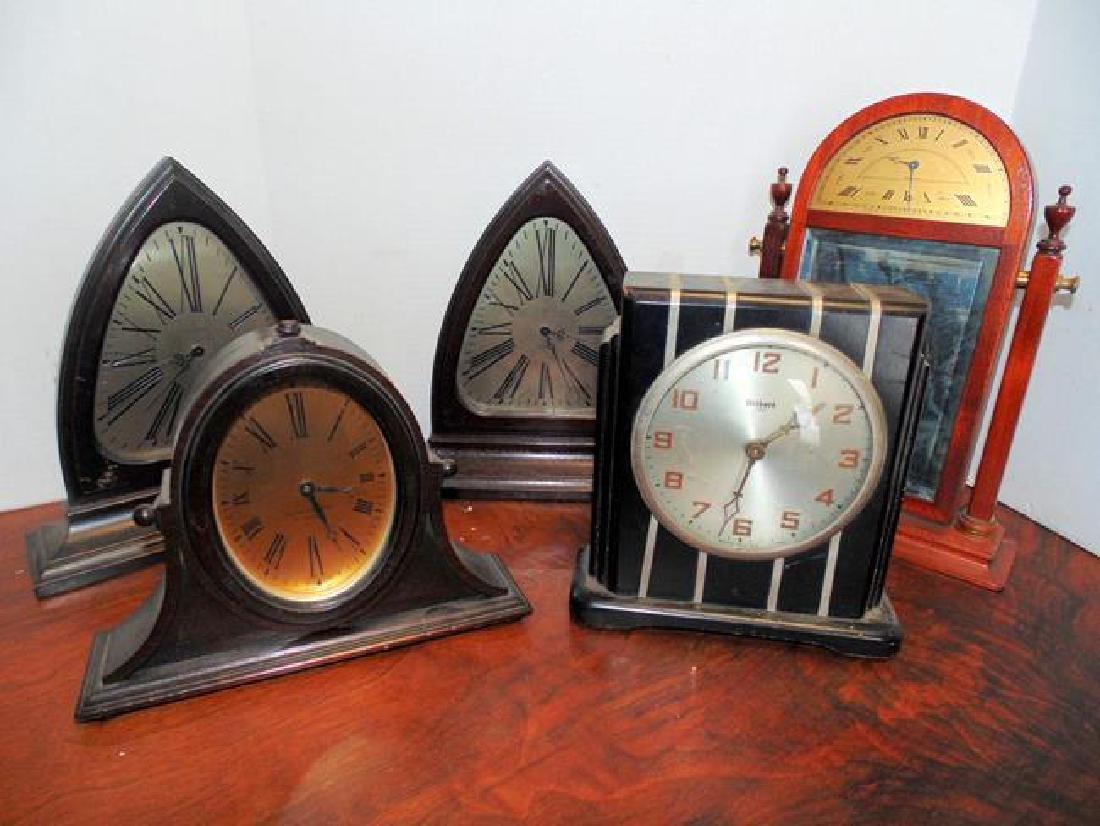 5 Desk Clocks