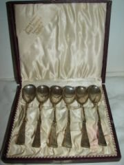 8: Set of Silver Spoons Gift Boxed From Jeweler Box con