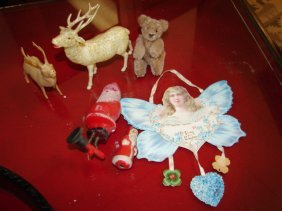 23: Group of Christmas Items & Valentine