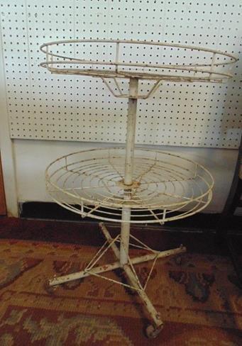 Round Wire Stand