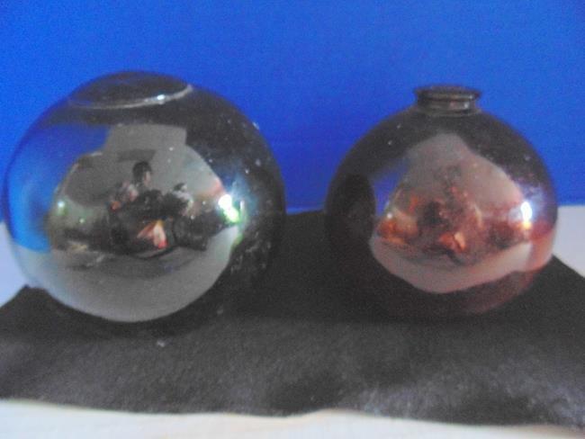 2 Glass Balls