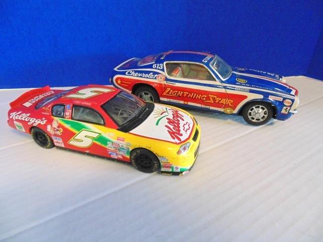 2 Tin Nascar Vehicles