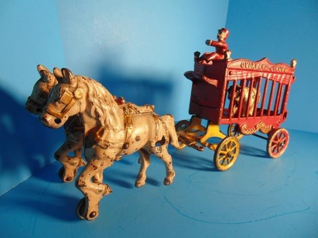 Kenton Overland Circus Cast Iron Wagon with Polar - 3