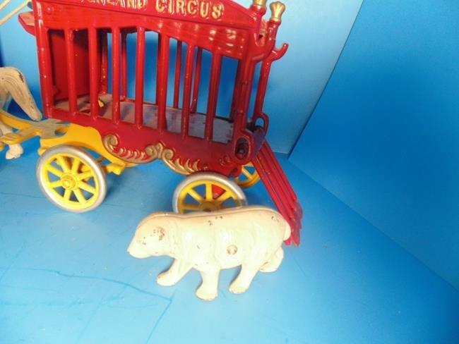 Kenton Overland Circus Wagon With Polar Bear - 3