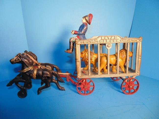 Hubley Royal Circus Wagon With 2 Tigers