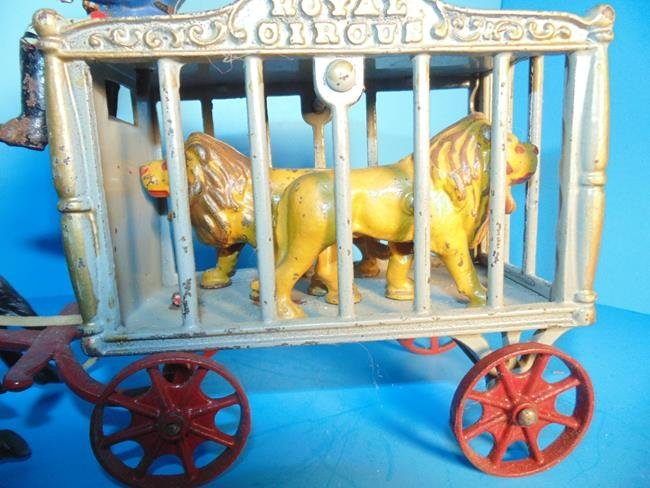 Hubley Royal Circus Wagon With 2 Tigers - 2