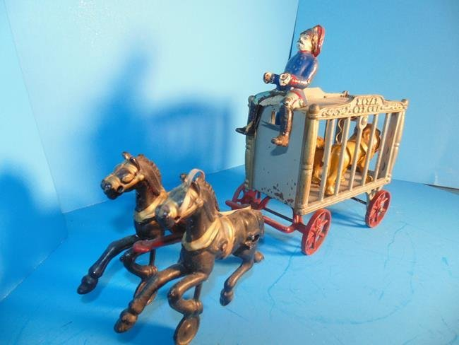 Hubley Royal Circus Wagon With 2 Tigers - 3