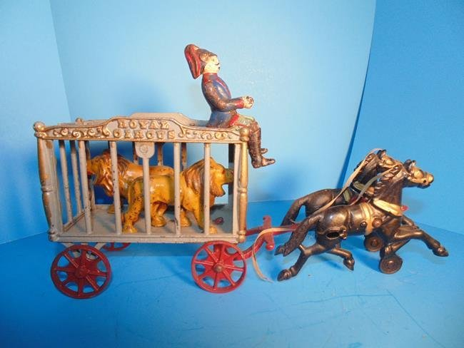Hubley Royal Circus Wagon With 2 Tigers - 4
