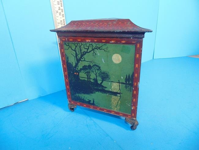 Huntley & Palmer Biscuit Tin Triangle Moonlight
