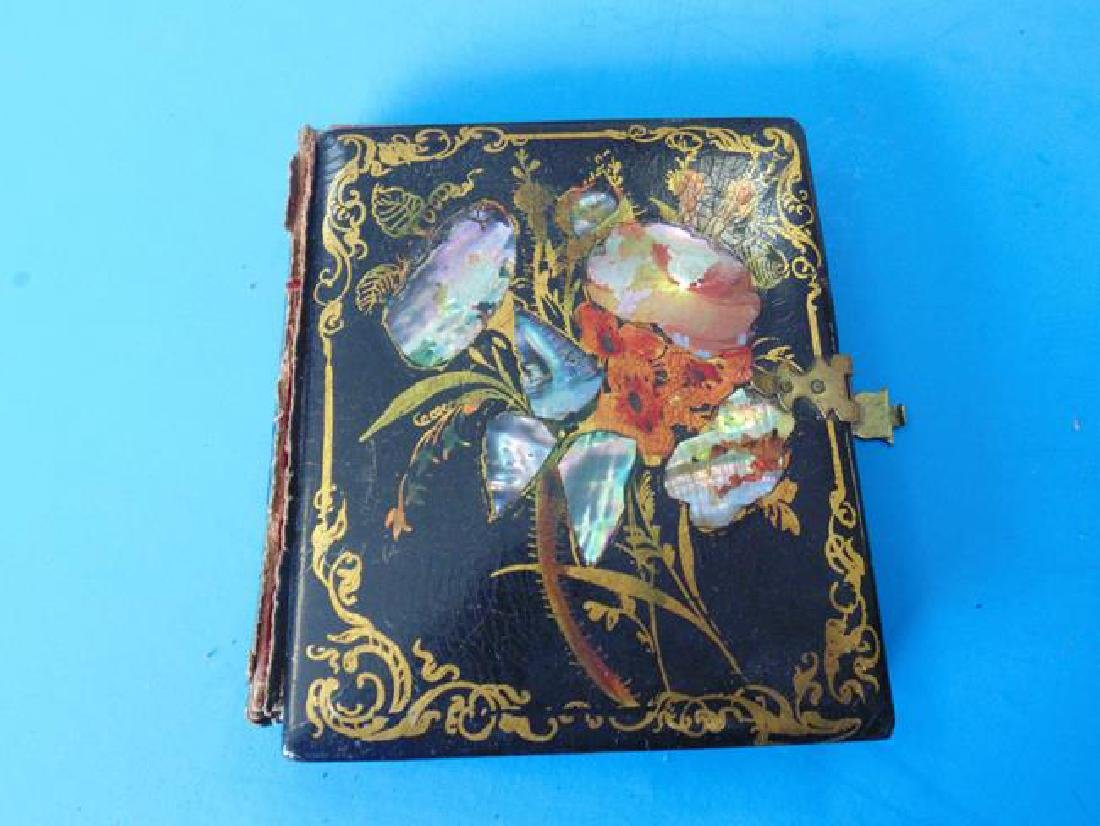 Dag in Mother Of Pearl Inlaid Case