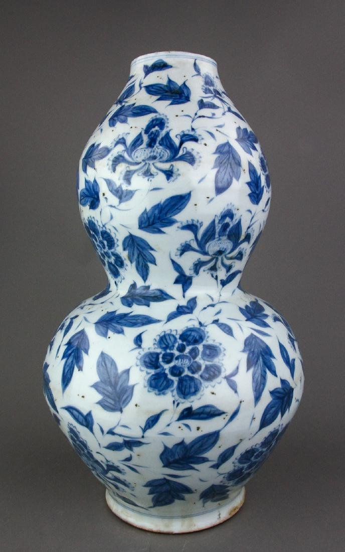 Chinese Ming Style B & W Porcelain Gourd Vase