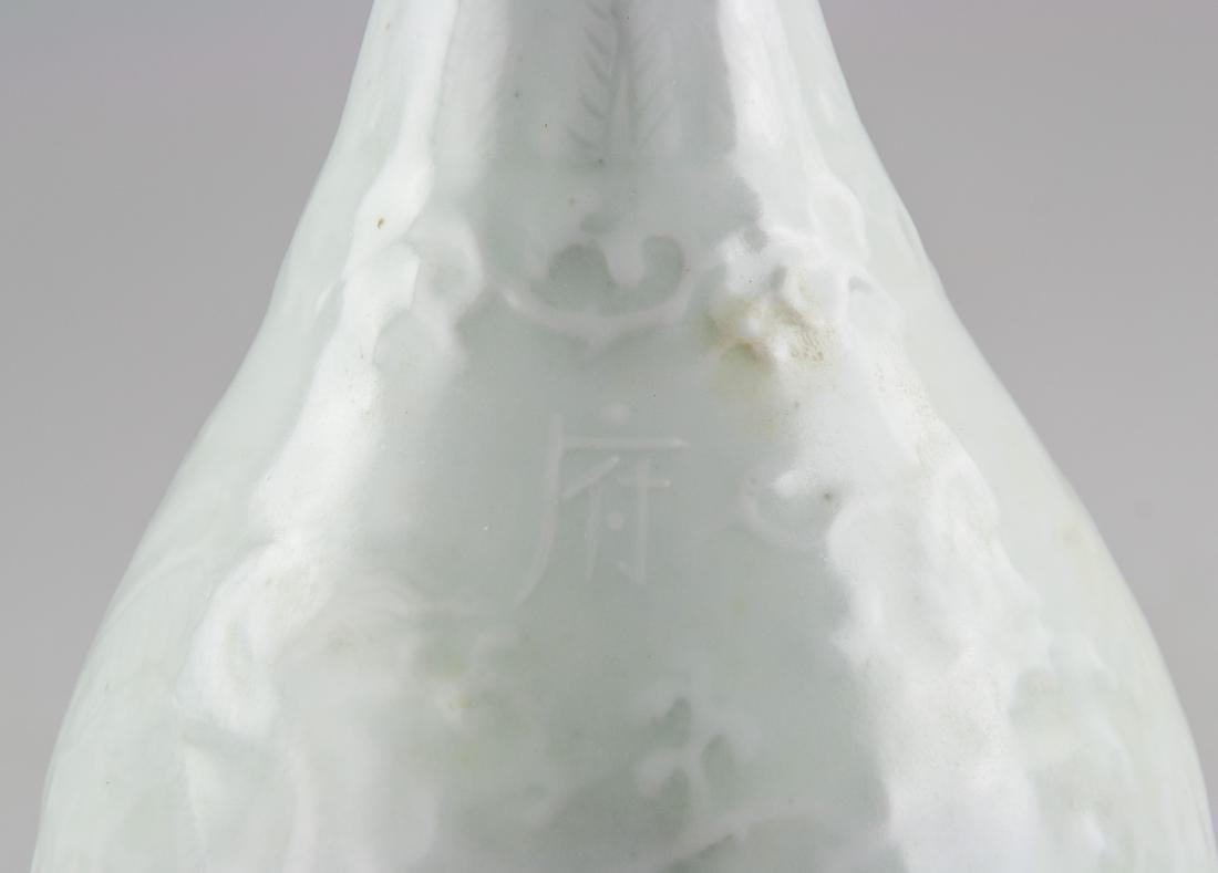 Chinese Yuan Style White Porcelain Vase Shufu Mark - 2