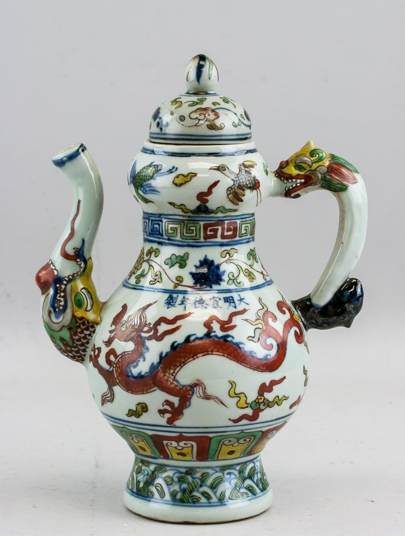 Chinese Wucai Porcelain Wine Pot with Xuande Mark