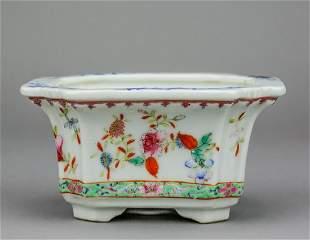 Chinese Famille Rose Porcelain Flowerpot