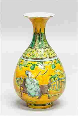 Chinese Yellow Famille Rose Porcelain Vase Jiajing