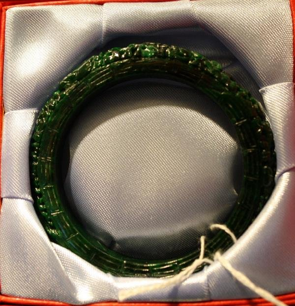"2: Carved jadeite bracelet, 20th century, D: 2 7/8"""