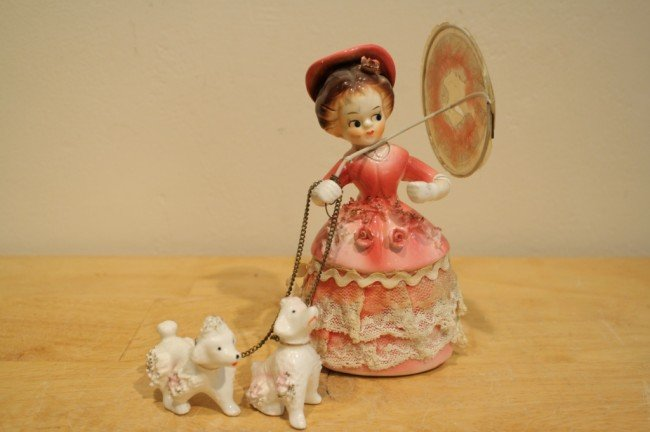 """9: England style porcelaine doll """" Girl and dogs"""", prod"""
