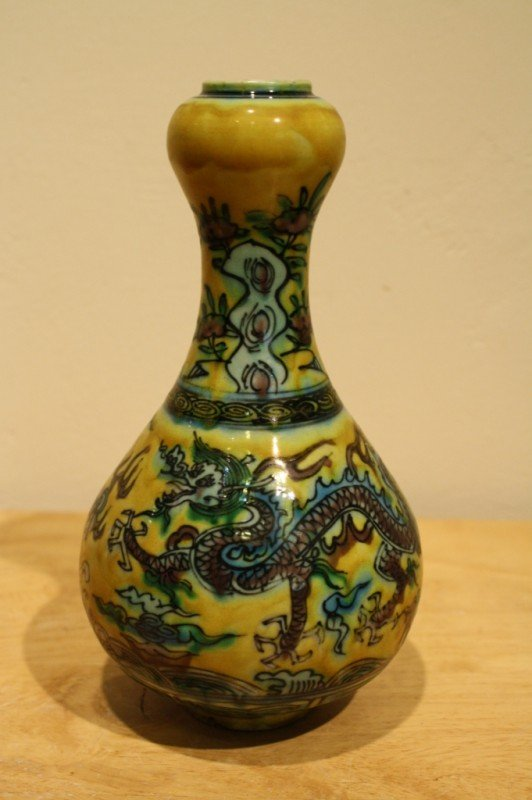 20: Chinese Polychrome porcelain vase, decorated with d
