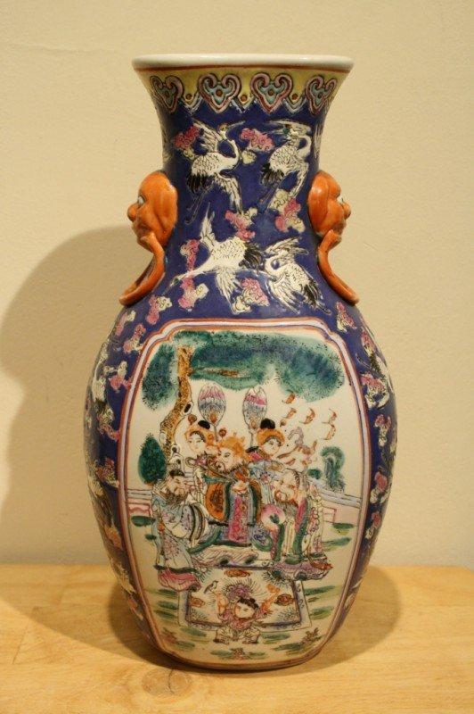 22: Chinese Qing Dynasty porcelain vase (1796-1820) mar