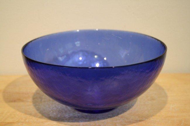 31: Italian Murano blue glass bowl, Artist : Guida Ferr