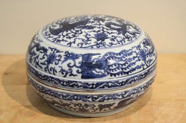 3: 19/20 century Chinese blue and white porcelain box