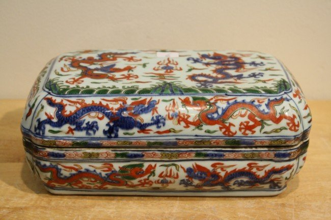 6: Ming Wucai porcelain box with Wanli mark