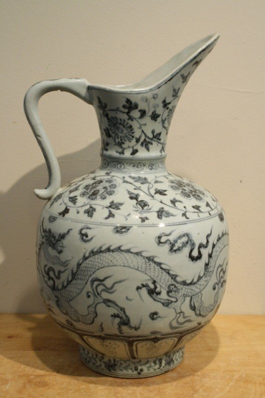 7: Chinese blue and white porcelain ewer