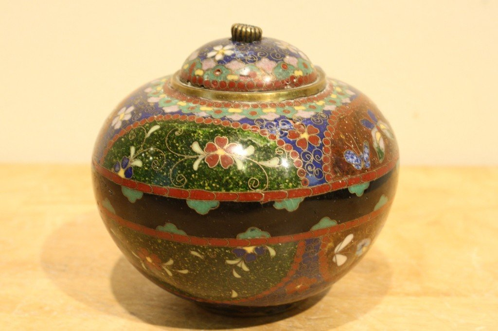 4: Chinese antique cloisonne jar with cover