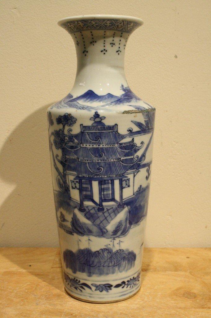 7: Chinese porcelain blue/white vase Kangxi mark