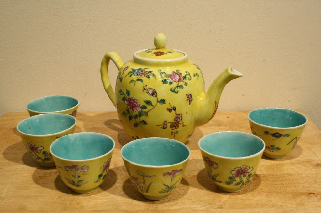 12: Chinese antique tea set with pot and six cups