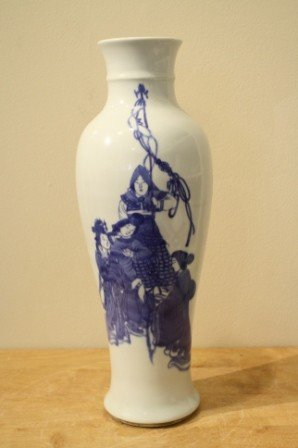 27: chinese blue and white porcelain vase, repaired , H