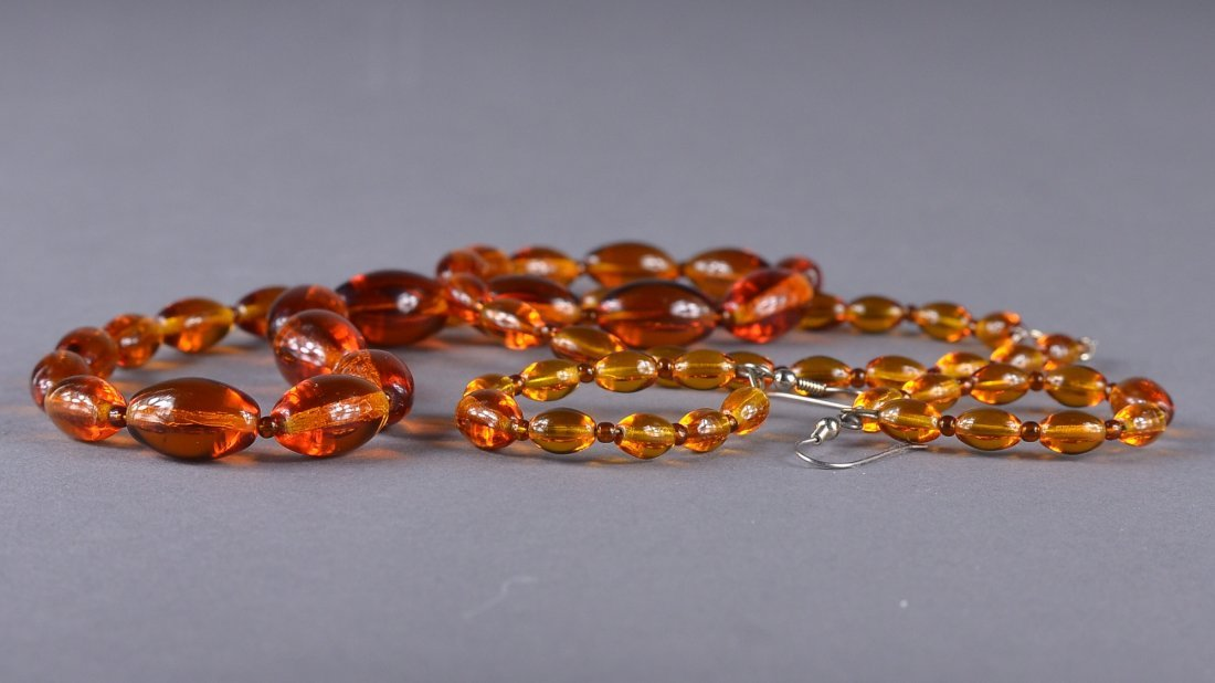 73: Chinese Amber Coloured Necklace & Pair of Earrings - 2