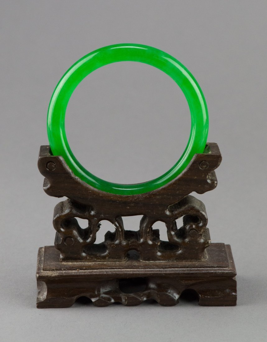 Fine Chinese Emerald Green Jadeite Bangle