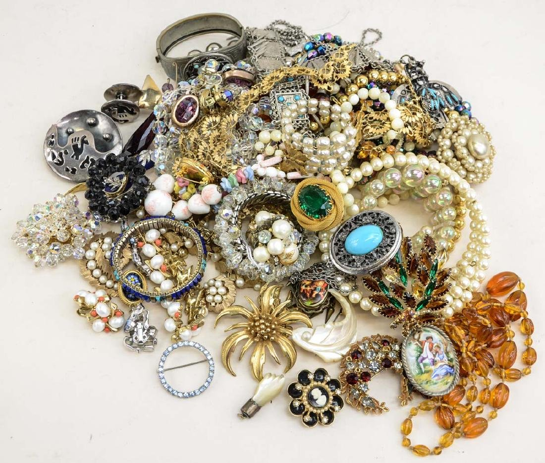 Ladies Vintage Fashion Jewelry group