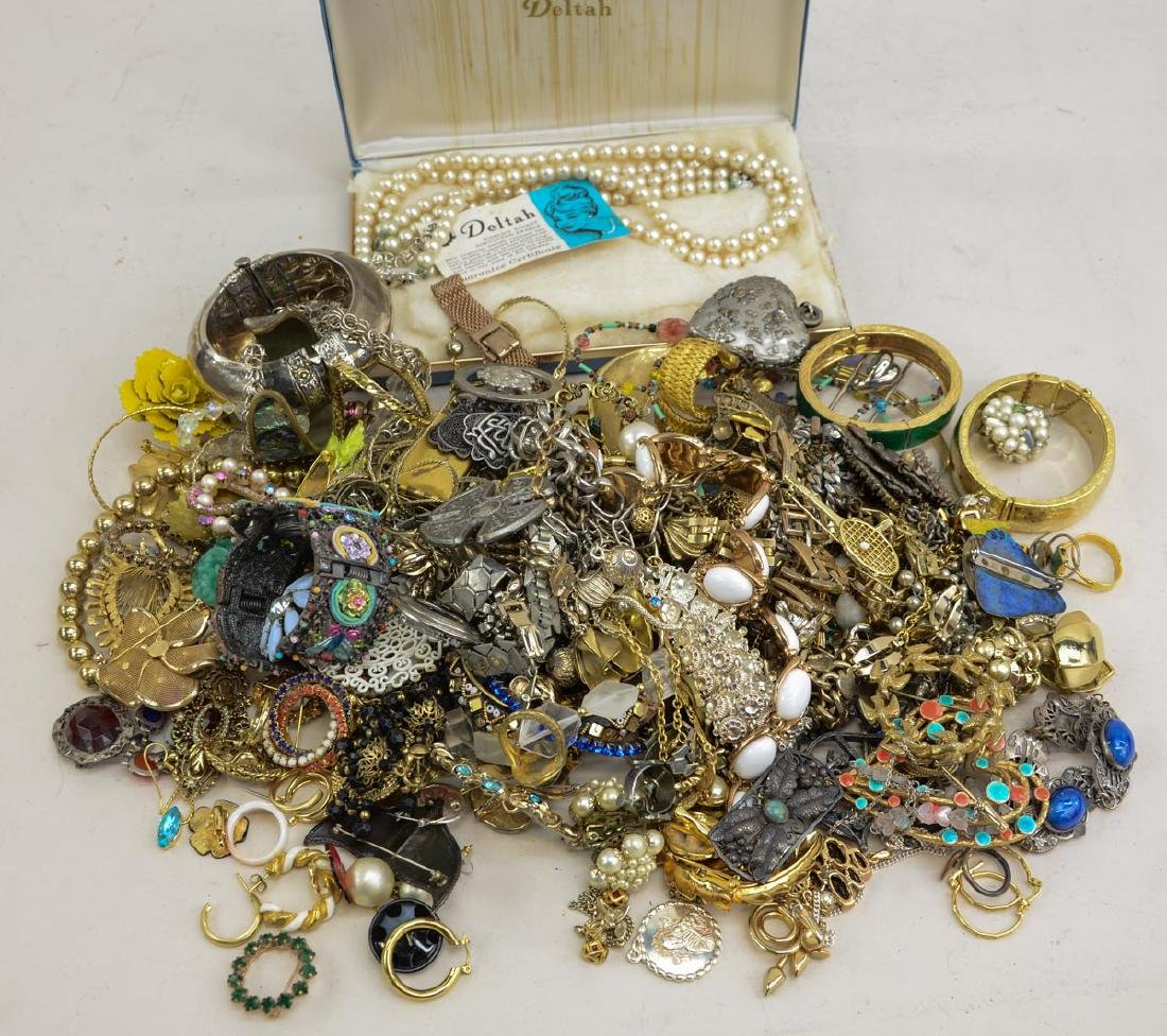 Vintage Fashion & Costume Jewelry