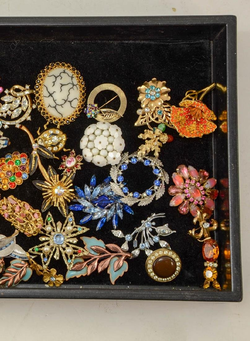 Group of fashion pins - 3