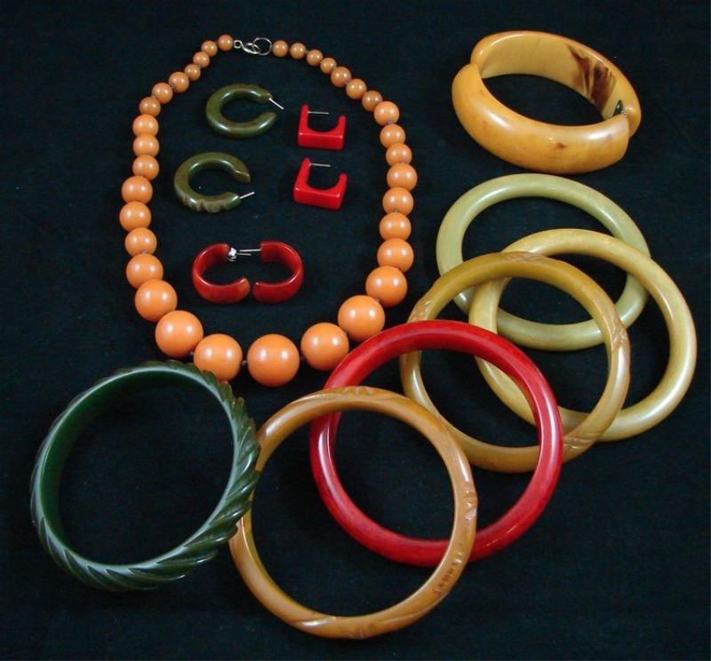 121: Group of Bakelite Jewelry
