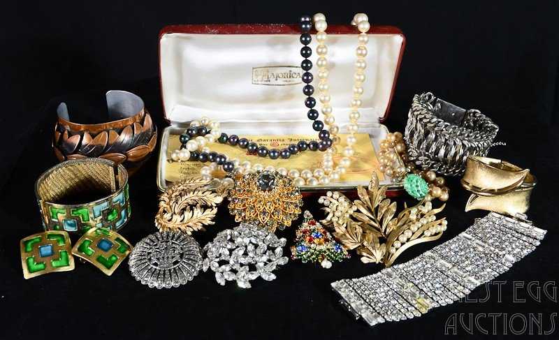 20: Group of Vintage Costume / Fashion Jewelry