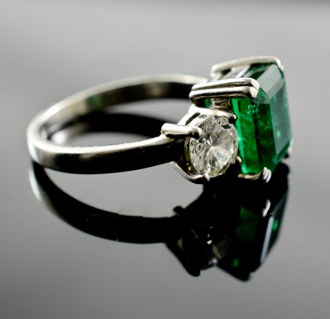A platinum, Emerald and Diamond Ring - 2