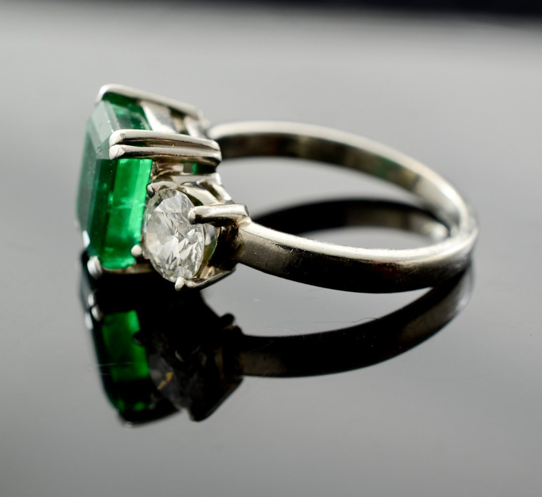 A platinum, Emerald and Diamond Ring - 3