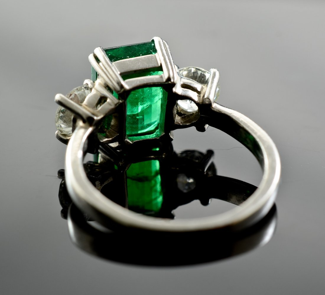A platinum, Emerald and Diamond Ring - 4