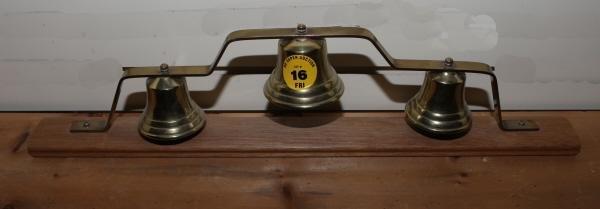 16: Brass sleigh bells