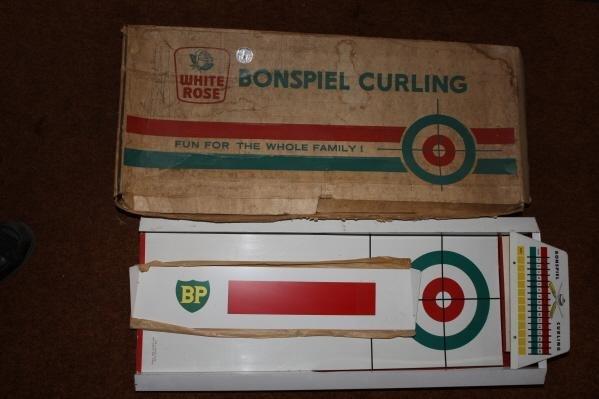705: White Rose curling game in original box