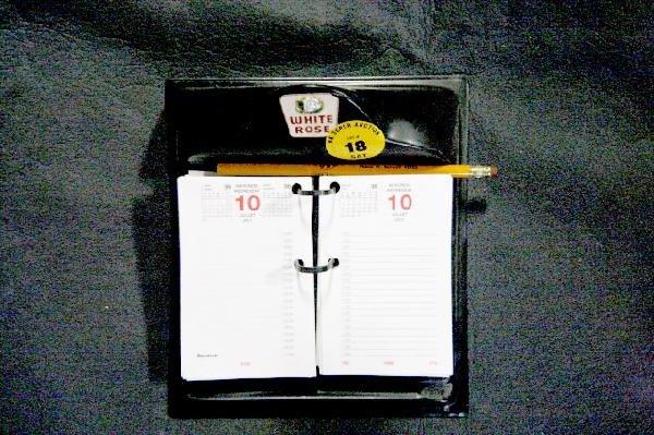 18: White Rose Desk Calender