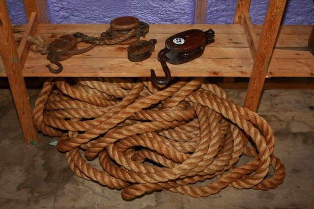 24: . Job Lot of 3 Pullies and Large Rope